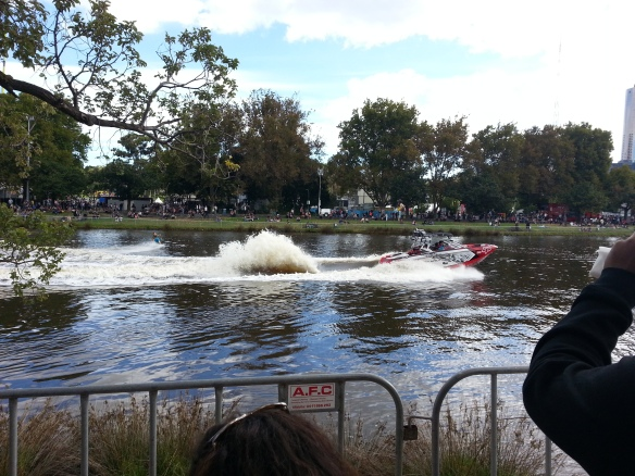 Compétition de jetski sur la Yarra